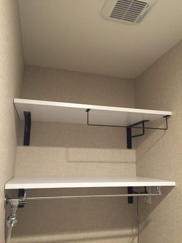 洗面所の収納力アップ|おしゃれな棚を洗濯機上の壁に取り付ける