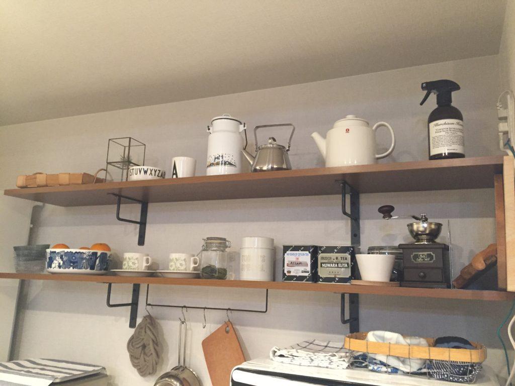 新居でやりたかったこと キッチン背面におしゃれなオープン棚を取り付ける。